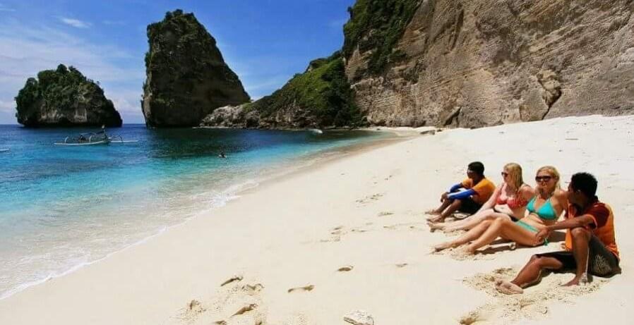Pantai Pantai Terkenal di Nusa Penida yang Harus di Kunjungi