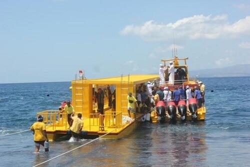 fast boat di pelabuhan buyuk nusa penida