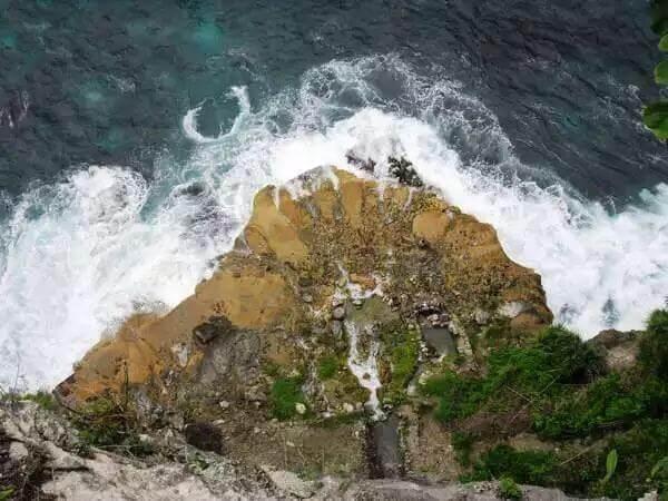 lokasi dari atas air terjun seganing nusa penida