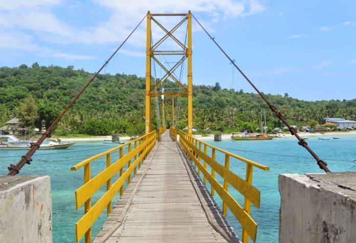 Jembatan Kuning Objek Wisata Nusa Lembongan